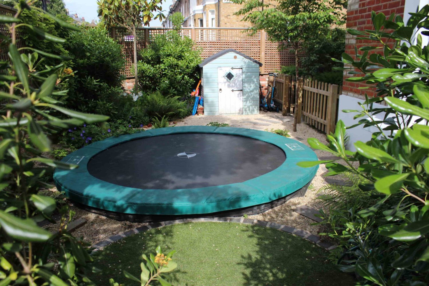 Garden design living colour gardens for Children friendly garden designs